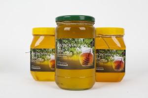 Čist, prirodan i visoko kvalitetan bagremov med