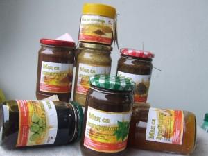 Prirodni i zdravi preparati na bazi mešavine meda i lekovitog bilja