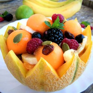 Šarena voćna salata medom - vitaminsko osveženje u vrelim danima